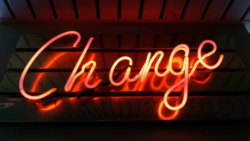 cartel luminoso palabra change. automatización